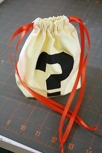 flat-bottomed drawstring bags (treat bags, dice bags, etc ...